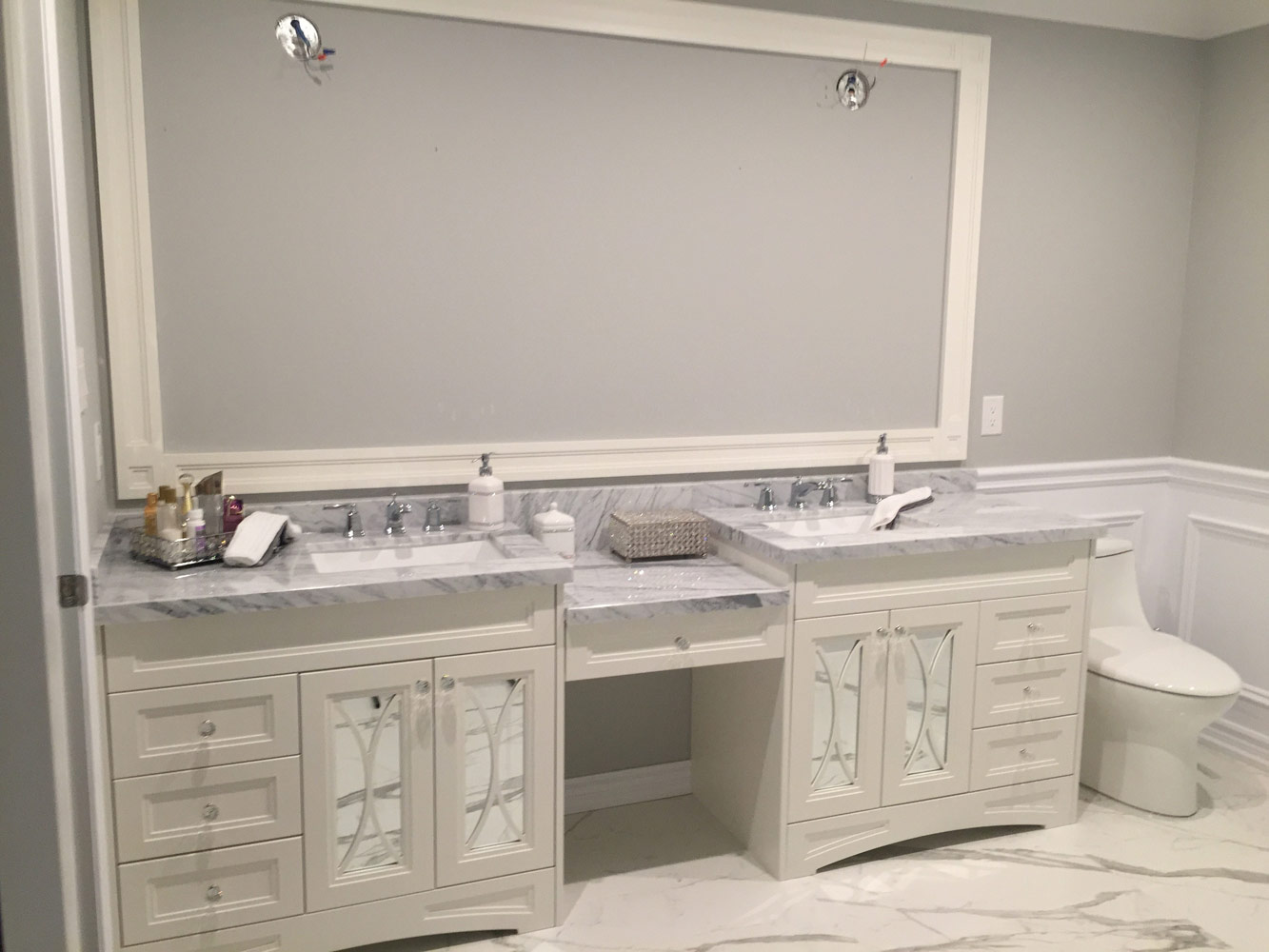 Traditional Bathroom Vanity With Off White Painted Mdf Marble Countertop And Designed Mirror Doors